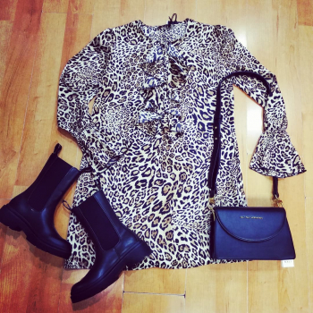 #lookstyle #animalierstyle #lookoftheday #details #dress #vicolo #guess #shoes #shoesblogger #bag #naliaccessori #bagscollection #bagslover #moodoftheday #moodinspiration #saturdaynight #saturdsyvibes #goodvibes #like4likes #likesforlike #likefollowers #lifestyleblogger #bloggergirl #girls #girlfromipanema