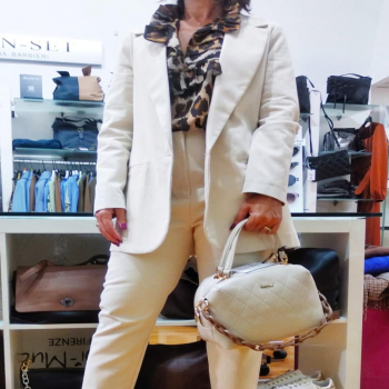 #tailleur #white #lestreghe #vicoloofficial #mimimuafirenze #cafenoir #outfitoftheday #outfit #fashionstyle #fashiongirl #girls #tagstagram #tagforlikes #ipanema #capurso #instagram