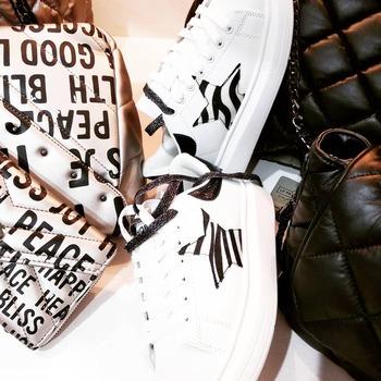 ‼️info e spedizioni al numero WhatsApp 3515329580‼️ #newcollection  #newentry #shopart #shoes #sneakers #stars #blackandwhite #fallwintercollection #detailsoftheday #glamfanatics #girly #girls #fashiondiaries #moodoftheday #fashionlook #fashiongirl #instolike #instafashion #instagram #newinstore #followforlike #followme #shoppingtime #shoppingonline #ipanemacapurso☀️