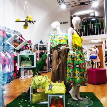 #newlookfashion #newspringcollection #vicoloofficial #vicolooutfit #yellowmood #orangelook #totallook #moodinspiration #moodoftheday #loveshopping💞 #like4likes #glamourphoto #glamfanatics #details #📲3515329580 #contattaci📩direct #contattaci🚛🏠 #fashiondiaries #instagram #instagood #instastyle #following #follow4like #glamshop #ipanemacapurso☀️