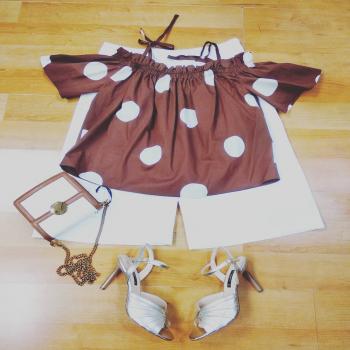 #lookstyle #mondaymood #mondaymotivation #moodoftheday #like4likes #loveit #glamfanatics #glamourphoto #tagforlikes #photographylovers #treschic #poisstyle #white #gold #brown #instolike #instagram #following👀 #followme #📲3515329580 #contattaci🚛🏠 #contattaci📩direct #womanfashion #womanstyle #stylegram #ipanemacapurso☀️