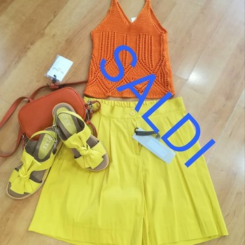 #saldiestivi #occhioalprezzo #outfitstyle #lookstyle #lookbook #yellow #orange #colors #summeroutfit #like4likes #loveshopping💞 #spedizionionline #timetravel #totallook #followforlike #followers #vicolo_official #ipanemacapurso☀️