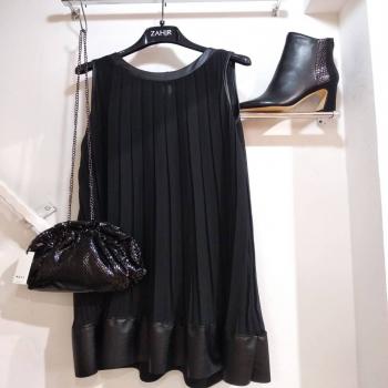 Newinstore #zahjrcollection #newcollection #fallwinter2021 #guess #nali #fashionstyle #fashion #style #girls #black #fridaymood #mood #inspiration #outfitoftheday #outfit#ipanema #capurso