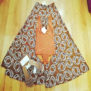 #saldi #metaprezzo #vicoloofficial #gonnellone #body #arancione #guess #naliaccessori #ipanema #instalike #instagood #girls #fashionstyle #styleblogger #style #tagforlikes #tag